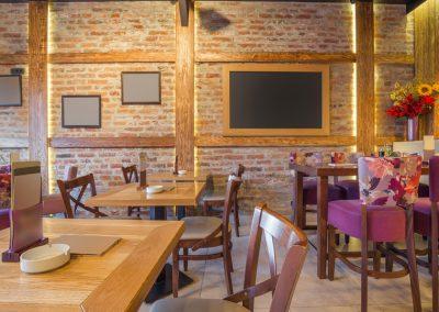 Infrapanel topná tabule Wellina alu rám - infratopení v restauraci